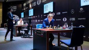 Турнир претендентов на шахматную корону возобновился спустя год. После перерыва сразу несколько сенсаций