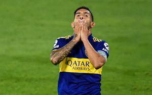 Тевес установил рекорд в чемпионате Аргентины. Нападающий получил желтую карточку на 3-й секунде
