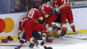 Североамериканцы «Куньлуня» толпою накинулись нарусского защитника. Они превратили матч КХЛ вад