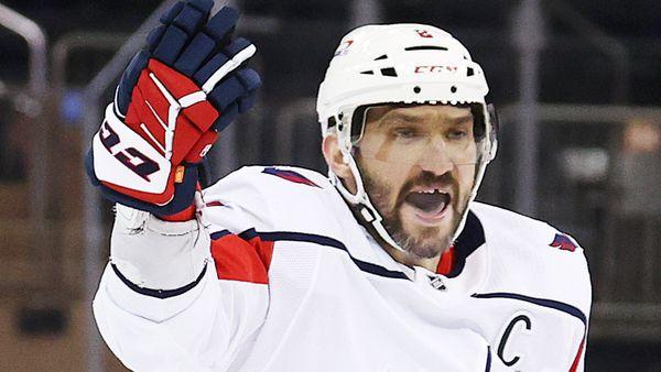 Овечкин творит историю на наших глазах! Положил дубль «Филадельфии» и находится в двух шагах от топ-5 НХЛ