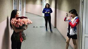 Медведева сфотографировала Загитову сбукетом цветов. Ихназывают врагами