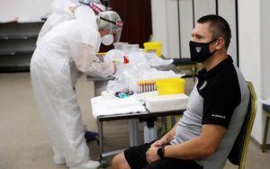 В КХЛ 87 человек больны коронавирусом, 132 выздоровели