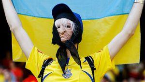 «Кто не скачет тот москаль. Героям слава!» Как на Украине праздновали поражение России в матче с Бельгией: видео
