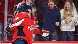 Овечкин— главный халявщик НХЛ? В юбилейном матче он снова забил в пустые ворота— чаще это делал только Гретцки