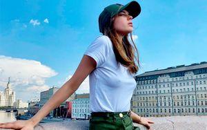 Гимнастка Солдатова опубликовала фото в футболке на голое тело