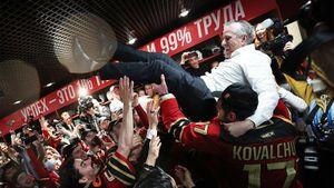 Хартли бросит чемпионский «Авангард» ради НХЛ? В Америке говорят, что контракт тренера может быть прерван досрочно