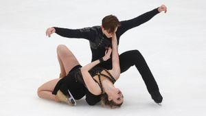 «Переборщила с драмой». Скопцова споткнулась и смешно упала под ноги Алешину на тренировке: видео