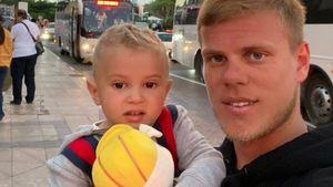 2-летний сын Кокорина прочитал стихотворение, посвященное Дню Победы: видео