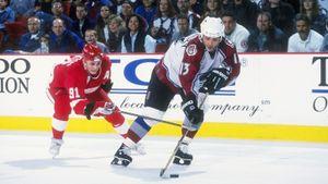 Легендарный гол русского хоккеиста Каменского. Онвошел висторию «Колорадо», забив великому «Детройту» в1995-м