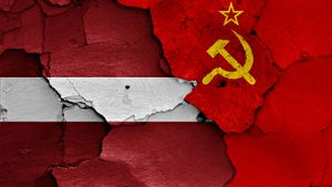«Никто ведь не меняет латвийский флаг на советский». Крикунов — о скандале с заменой флага Белоруссии на ЧМ в Риге