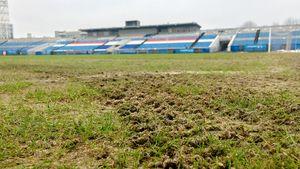 «Урал» показал поле вЯрославле перед игрой с«Шинником». Нанекоторых участках нет травы