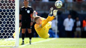 Кипер сборной Англии Пикфорд забил пенальти иотбил решающий удар всерии. Просто король!