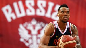 «Россия — великая страна». Натурализованный баскетболист Боломбой готов помочь сборной на Кубке мира