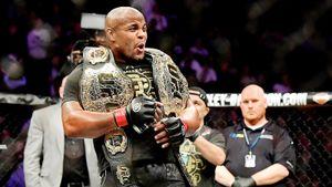 Кровавая баня и формальная защита пояса Кормье. Как в Нью-Йорке UFC разогревала свое 25-летие