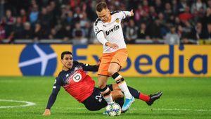 Яркие победы «Наполи» и«Ливерпуля», гол Черышева, ошибка Лопеша ирекорд Месси. Как это было