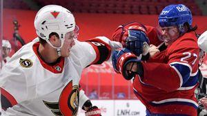 Пустил кровь и уложил на лед. Русско-американская драка в НХЛ — Романов проиграл новичку «Оттавы» Норрису