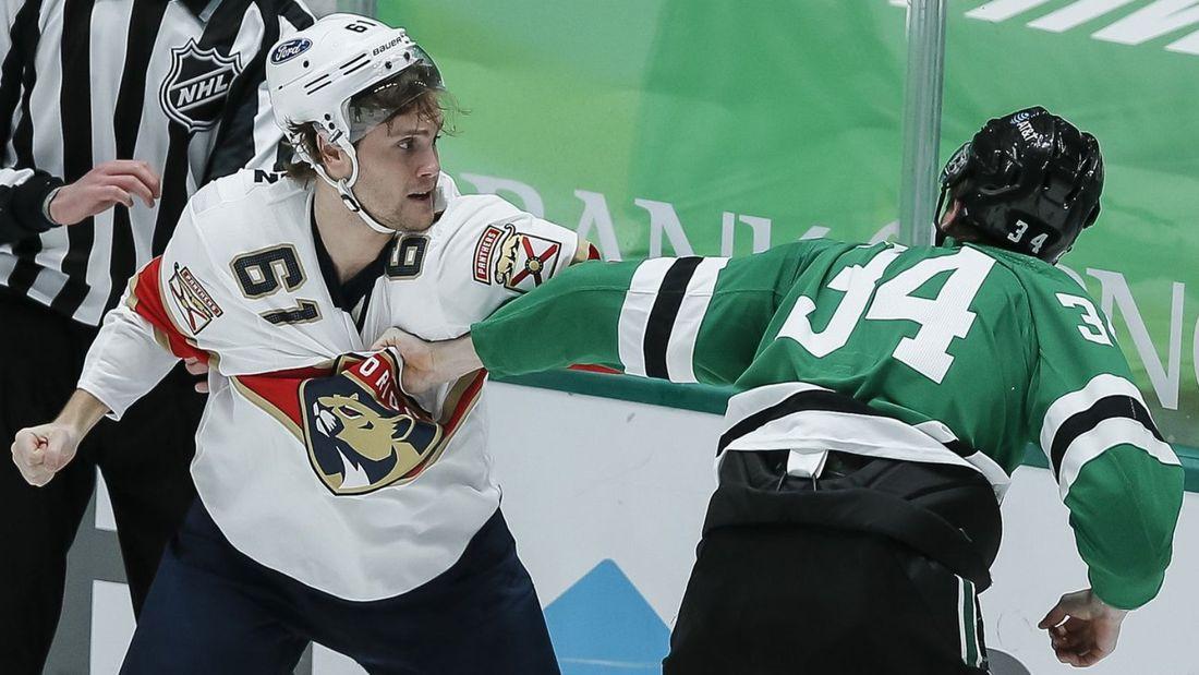 Уложил с одного удара в голову. Яркая драка русского хоккеиста Гурьянова с канадцем Стиллманом: видео