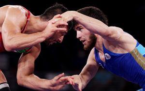 Россиянин Угуев вышел в финал олимпийского турнира по вольной борьбе