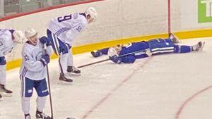 «Покойся с миром!» Финский защитник «Ванкувера» не смог выдержать тренировку и подвергся издевательствам