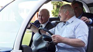 Лукашенко прокатил Путина на электрокаре. Фото поездки президента России на Европейские игры