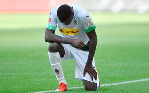 ВГермании футболист после гола встал наодно колено впамять обубитом вСША полицейским Джордже Флойде