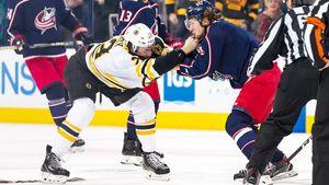Знаменитая драка русского хоккеиста Панарина. Он устоял против американца, который был тяжелее на 18 кг: видео