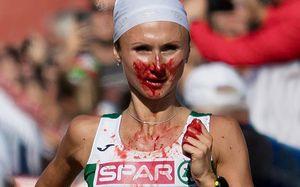 Бегунья из Белоруссии истекла кровью, но выиграла марафон на ЧЕ. Эта девушка — настоящий герой