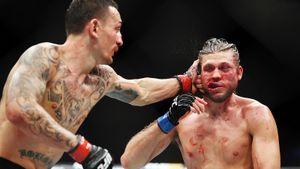 Боец UFC пропустил 290 ударов за 20 минут. Он хотел продолжать драться, но вмешался врач