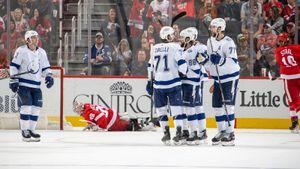 Над русскими чемпионами поиздевалась одна из худших команд НХЛ. Но Кучеров врубил режим монстра и все исправил