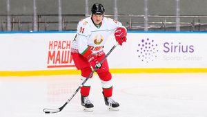 ВБелоруссии клубы зарубятся заправо играть вКХЛ. Это какой-то цирк напотеху Лукашенко