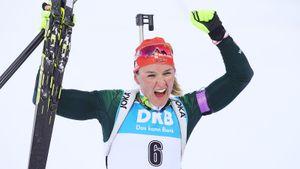 Бывшая лыжница сенсационно выиграла гонку преследования на ЧМ по биатлону. Ей помог дикий ветер