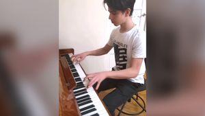 Фигурист Гуменник исполнил музыку из балета «Щелкунчик» на пианино