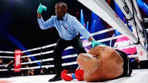 Легенды UFC вышли друг против друга по правилам бокса. Глухой нокаут случился через полторы минуты