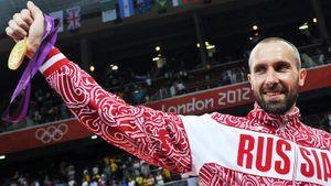 Имел проблемы с сердцем, но мог сыграть на всех позициях, закончил в 42 года. 4-кратный медалист Олимпиады Тетюхин