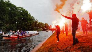 Чемпионский парад «Зенита»: прощание сНету иАнюковым, файеры над Невой изолотой автобус