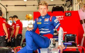 Россиянин Шварцман выиграл первую гонку этапа Формула-2 в Баку