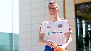 Ромащенко отцепил его из«Спартака», Черчесов отпустил из«Амкара». Теперь он— игрок основы сборной