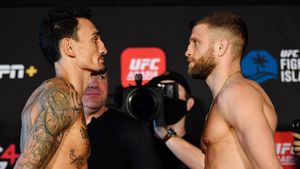 Холлоуэй — Каттар: букмекеры назвали фаворита главного боя UFC Fight Island 7