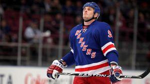 Смесь алкоголя и таблеток убила известного хоккеиста Бугарда. Его семья винит во всем НХЛ и требует $10 миллионов