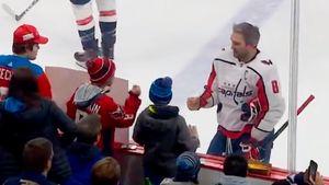 Овечкин прямо на льду сыграл с юным фанатом в «камень, ножницы, бумага»: видео