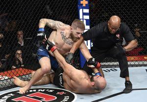 Страшный нокаут в UFC. Американский полицейский вырубил лучшего тяжа Дагестана