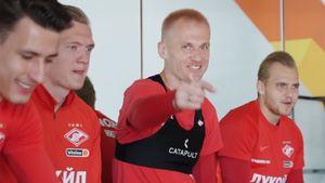 Вратарь «Спартака» Ребров покрасил волосы после проигранного спора