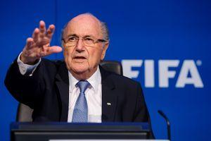 Экс-глава ФИФА Блаттер обвинил американские власти всвоем уходе сдолжности