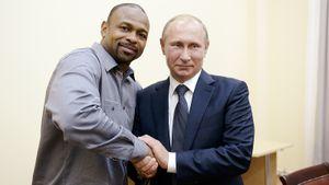 Попал в черный список Украины, поздравлял Путина, тренировал Соловьева. Что делал Рой Джонс, получив паспорт РФ