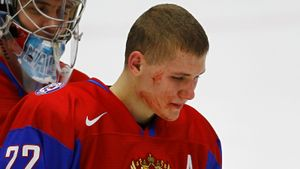 Скандальная драка сборной России на молодежном ЧМ. Наши называли шведов «девочками», их тренер бросался бутылкой