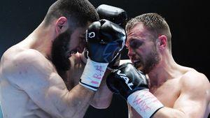 Чеченец Бетербиев впервые боксировал в России. Он выиграл нокаутом и прямо в ринге принял звонок от Кадырова