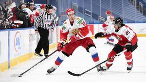 В эфир попала реакция русского хоккеиста на удаление в матче молодежного ЧМ. Спиридонов назвал судью дураком