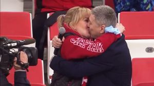 Дочери Черенкова сделали предложение руки и сердца на матче «Спартака»: видео