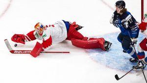 Эффектное спасение русского вратаря Аскарова. Он пережил насмешки и красиво выручил сборную в игре за бронзу МЧМ