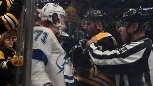 Побоище вместо хоккея. «Бостон» и«Тампа» устроили несколько массовых драк, получив 94 минуты штрафа